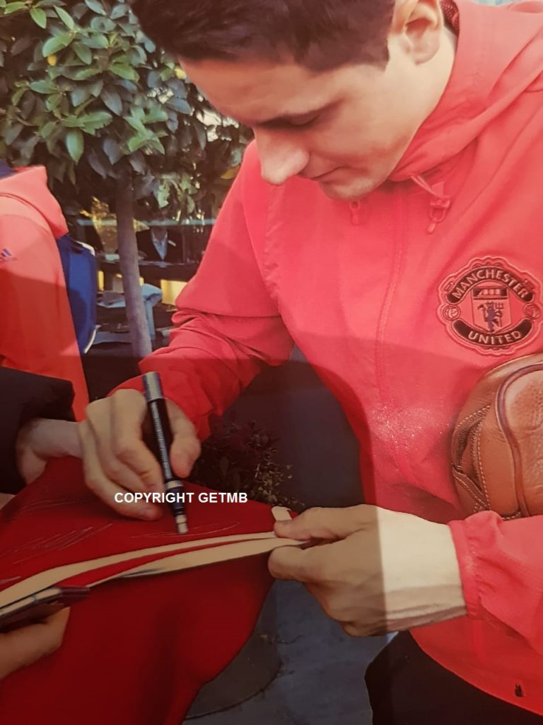 Manchester United Team Signed Jersey (incl Photo Proof)