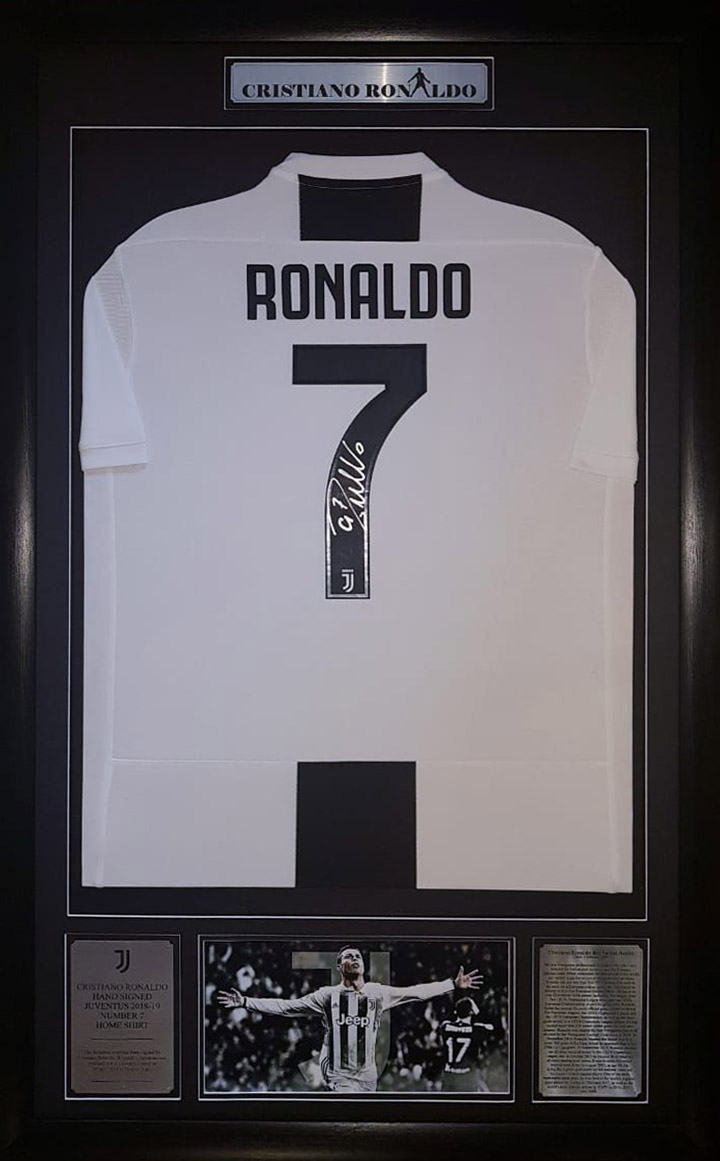 best cheap f787e 28569 Cristiano Ronaldo: Signed No 7 Juventus Jersey
