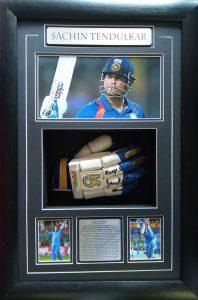 Sachin Tendulkar: Signed cricket glove